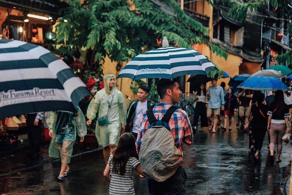 Cần chuẩn bị những gì cho du lịch mùa mưa bão